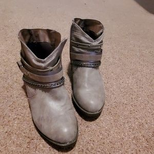 SO, size 8 1/2 ankle booties